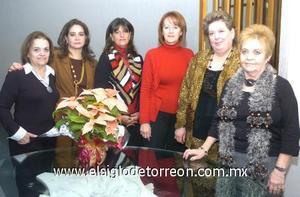 14122006 Margarita de López, Ana de Campos, Daly de Jaidar, Mary de Noyola, Martha de Montero y al centro la presidenta del club, Rosy de Torre.