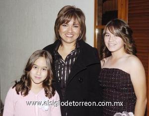 17122006  Adriana Torres, Gloria Rodrìguez y Paty Torres.