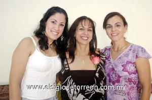 17122006  Blanca Castrellón fue festejada por Blanca Martínez y Rosy Carmona,con motivo de su cumpleaños.