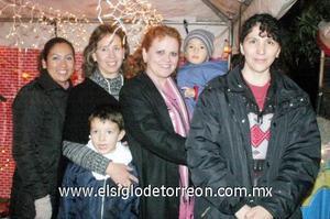 17122006  Mayela González, Lulú Padilla, Irma González, Rosy Castañeda y los niños Carlitos y Toñito Cisneros.