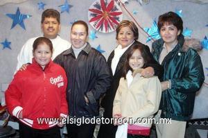 17122006  Xóchitl Rodríguez, Juanita Galán, Carolina Martínez, Alejandro Torres y los niñas Perlita y Xòchitl.