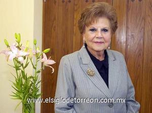 16122006   Por su cumpleaños número 80, Margarita Enríquez de Gaitán fue festejada