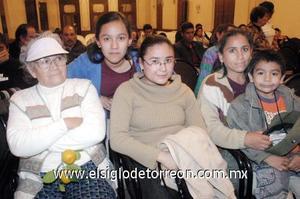 22122006  Alicia Martínez Macías, María Teresa Pineda Martínez, Alicia Pineda Martínez, Claudia Dávila Pineda y Carlos Alberto Dávila Pineda.