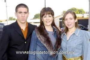 22122006  Gloria Margarita Galindo con sus hijos Marian y Vìctor Eduardo Aguilera Galindo.
