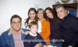 22122006  Paulina con sus papás, Luis y Chacha, su hermano Luis y sus abuelitos, Marco Antonio Salmón y Silvia Villarreal.