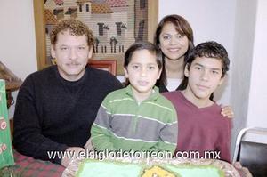 22122006  Por su sexto cumpleaños, el pequeño José Pavel Guevara Sánchez fue festejado por sus padres, Francisco y María Elena Guevara y su hermanito Favio.