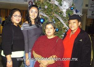 21122006 Marisela López, Cecilia Rodarte, Lizeth Amador y Hermelinda.