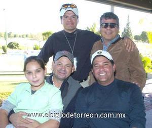 21122006 Mauricio Martínez, Mauricio Treviño, Arturo Estrada, Fabiola Estrada y Héctor González.