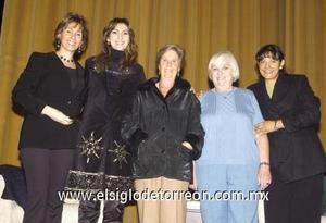 21122006 Ruth Berlanga de Ávila, Sonia Delgado de Arriaga y Lilia Vega junto a las expositoras Raquel Munitz de Benabib y Christine A. Nelson.