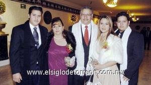 24122006  Antonio Flores López y Doris Zamorano de López con sus hijos Damari,Érick y Jesús  Flores Zambrano.