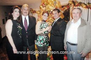 24122006  Julieta Alarcón y José Saúl Padilla acompañados por sus padres, el día de su compromiso matrimonial.