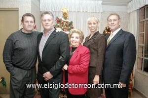 24122006  María Isabel Teele con sus hijos Eduardo, Alejandro, Isabel y Walter.