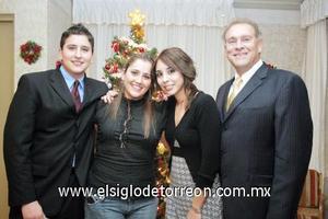 24122006  Walter y sus hijos Estéfani, Andrea y Walter Teele Vera.