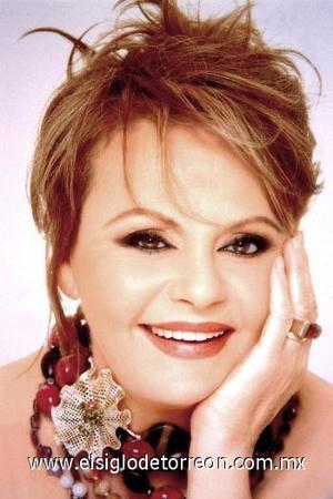 <b>Rocío Durcal</b><p>  La actriz y cantante española Rocío Dúrcal falleció el 25 de marzo en su casa, luego de agravarse el cáncer que padecía desde hace años.  <p> A Rocío Dúrcal, quien tenía 61 años y ha sido denominada en este país en innumerables ocasiones como la más mexicana de las españolas se le detectó un cáncer en la matriz en 2001 y luego, en 2004, los médicos le encontraron unas pequeñas manchas en el pulmón.