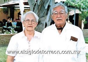 <b>Emilio Herrera</b><p> Emilio Herrera murió el 02 de mayo.  Fue el primer columnista diario de El Siglo de Torreón, en donde aparecieron sus diversas colaboraciones a lo largo de 69 años.