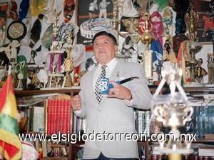 <b>Huracán Ramírez</B><p>  El deporte mexicano perdió a una de sus grandes leyendas luego que falleciera el 31 de octubre a los 80 años de edad Daniel García, Huracán Ramírez, víctima de un paro cardiaco, pérdida que llora y lamenta su esposa Eulalia Fernández.  <p> El cuerpo del legendario luchador fue velado en una agencia funeraria de la colonia Juárez, en el centro de México.
