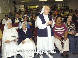 25122006 La madre Chonita agradeció el reconocimiento para ella y sus hermanas, las religiosas San José y Águeda.