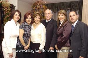 27122006 Yadira de González, Claudia de Álvarez, Alicia de Torres y José Cárdenas, con sus padres José y Alicia.
