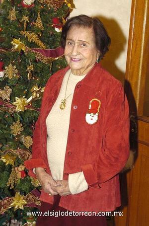 31122006 Doña Cuquita Wong recibió en su casa a un grupo de amigas, para disfrutar de un convivio navideño.