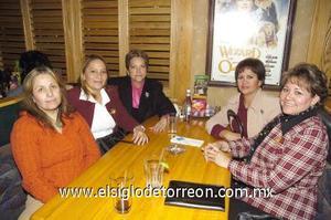 31122006 Patty de Villegas, Ana de Villegas, Adelaida de Martínez, Perla de Salas y Yola de Gutiérrez.