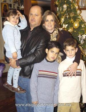 31122006 Sergio, Ana Laura, Sergio, Rodrigo y Jimena de la Garza Lamberta.