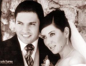 Lic. Fabiola Monserrat Reyes Rodríguez e Ing. Luis Demetrio Arteaga Ruiz, el día de su enlace nupcial