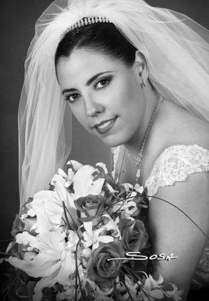 C.P. Lilia Alicia Gómez Macías el día de su boda con el Lic. Eduardo Mier y de Lara. <p> <i>Estudio: Sosa</i>