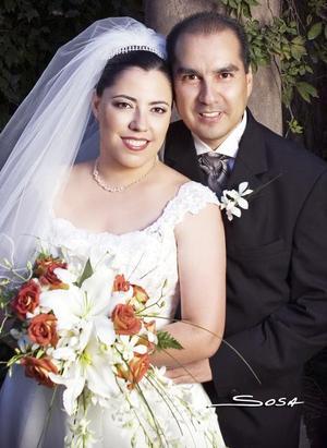 Lic. Eduardo Mier y de Lara y C.P. Lilia Alicia Gómez Macías contrajeron matrimonio en la parroquia de La Inmaculada Concepción, el 27 de octubre de 2006.  <p> <i>Estudio: Sosa</i>