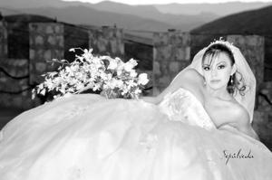 Lic. Bárbara Martínez Gutiérrez, el día de su boda con el Ing. Anwar Tecanwey de la Cruz. <p> <i>Estudio: Sepúlveda</i>