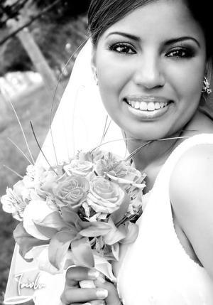 Lic. Hilda Rocío Parrilla Santacruz el día de su boda con el Lic. Benjamín Reveles Pineda.