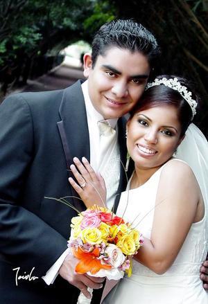 Lic. Benjamín Reveles Pineda y Lic. Hilda Rocío Parrilla Santacruz contrajeron matrimonio en la parroquia del Sagrado Corazón de Jesús, el 18 de noviembre de 2006.