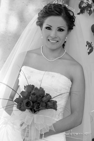 Lic. Brenda Patricia López López el día de su enlace nupcial con el Lic. Eugenio Cota González.  <p> <i>Estudio: Maqueda</i>