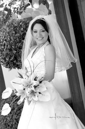 Lic. Cynthia del Carmen Contreras Castellanos el día de su boda con el Lic. Fernando Pichardo Gómez.  <p> <i>Estudio: Maqueda</i>