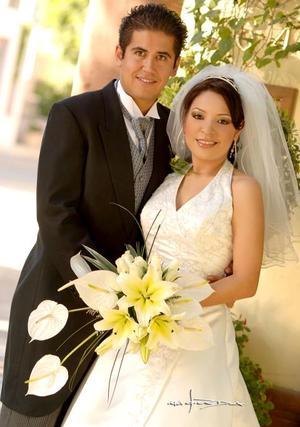 Lic. Fernando Pichardo Gómez y Lic. Cynthia del Carmen Contreras Castellanos contrajeron matrimonio en la parroquia de San Pedro Apóstol, el 18 de noviembre de 2006.  <p> <i>Estudio: Maqueda</i>