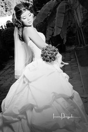 Srita. Alicia Jaqueline Loza Pérez el dìa de su boda con el Lic. Jesús Iram Aguirre Sandoval .  <p> <i>Estudio: Laura Grageda</i>
