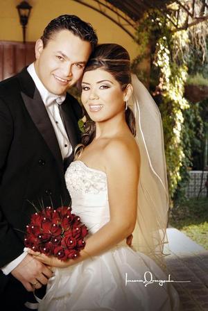 Lic. Jesús Iram Aguirre Sandoval y Srita. Alicia Jaqueline Loza Pérez contrajeron matrimonio en la parroquia de La Inmaculada Concepción, el  25 de noviembre de 2006.  <p> <i>Estudio: Laura Grageda</i>