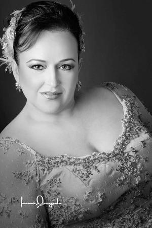 M.N.I. Laura Corina Hoyos Castañeda, el día de su boda con el Lic. Julio César Milán Montoya.  <p> <i>Estudio: Laura Grageda</i>