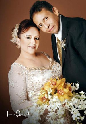 Lic. Julio César Milán Montoya y M.N.I. Laura Corina Hoyos Castañeda contrajeron matrimonio el sábado 28 de octubre de 2006.  <p> <i>Estudio: Laura Grageda</i>