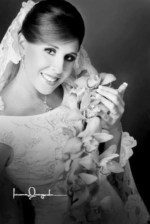Srita. Pilar López Amor Necochea, el día de su boda con el Sr. Arturo Tijerina Flores.  <p> <i>Estudio: Laura Grageda</i>