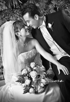 Srita. María Teresa de la Rosa Ceniceros, el día de su matrimonio con el Sr. Elizandro Lara Mirazo.  <p> <i>Estudio: Sosa</i>