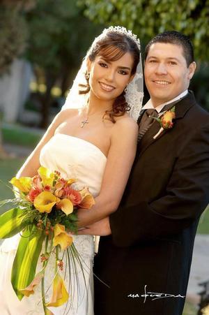 Sr. Gustavo Alejandro Fernández Herrada y Srita. Maritza Magaly Gudiño Ramírez contrajeron matrimonio en la parroquia de San Pedro Apóstol, el  18 de noviembre de 2006.  <p> <i>Estudio: Maqueda</i>