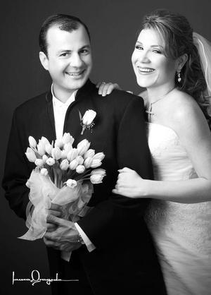 Srita. Marcela Hinojosa Villar, el día de su boda con el Sr. Jaime Alberto Ortiz Ortiz.  <p> <i>Estudio: Laura Grageda</i>