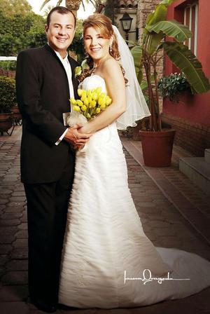 Sr. Jaime Alberto Ortiz Ortiz y Srita. Marcela Hinojosa Villar contrajeron matrimonio en la capilla de la Medalla Milagrosa, el 25 de noviembre de 2006.    <p> <i>Estudio: Laura Grageda</i>