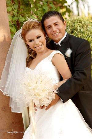 Sr. José Antonio Fausto Soto y Srita. Diana de la Rosa González contrajeron matrimonio en la parroquia de La Inmaculada Concepción, el 21 de octubre de 2006.