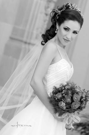 Srita. Paola Pámanes Gordillo el día de su enlace matrimonial con el Sr. Pedro Fernández Tueme.  <p> <i>Estudio: Maqueda</i>