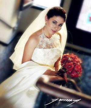 Srita. Alejandra Soto Martínez el día de su boda con el Sr. José Francisco Espinosa Fematt. <p> <i>Estudio: F. Becerra</i>