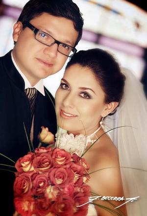 Sr. José Francisco Espinosa Fematt y Srita. Alejandra Soto Martínez recibieron labendición nupcial el pasado 11 de noviembre de 2006 en la parroquia de San Pedro Apóstol.  <p> <i>Estudio: F. Becerra</i>