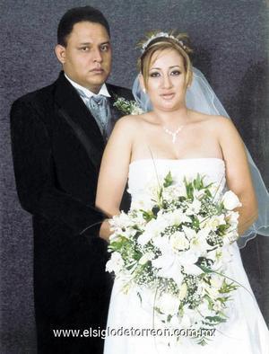 Sr. Guadalupe Marcos Silva Hidrogo y Srita. Edith Georgina Castillo Hurtado contrajeron matrimonio en la Catedral de Nuestra Señora del Carmen, el 27 de octubre de 2006.