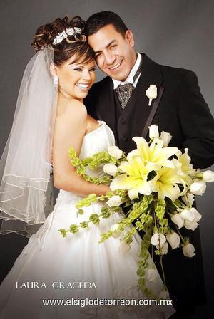 Sr. Gustavo Contreras Sánchez y Srita. Yazmín Araceli Lesprón Flores contrajeron matrimonio el 23 de diciembre de 2006.   <p><i> Estudio: Laura Grageda</i>