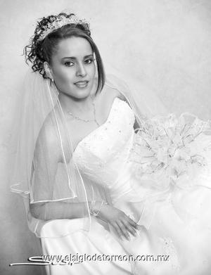 Srita. Claudia Fany Córdova el día de su boda con el Sr. Jesús Alberto González Ávalos.  <p><i> Estudio: Sosa</i>